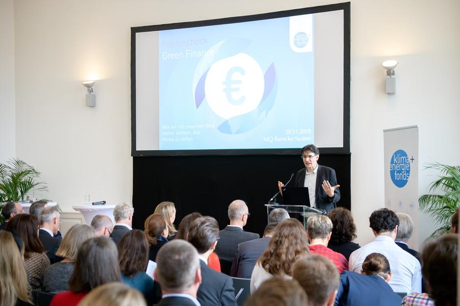 Bild 44 | Präsentation des Faktenchecks Green Finance