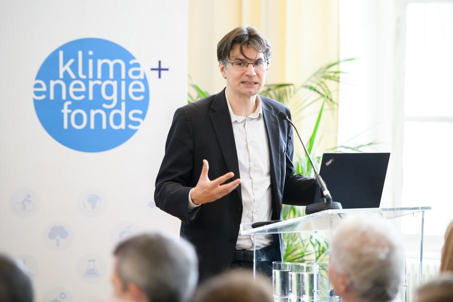 Bild 49 | Präsentation des Faktenchecks Green Finance
