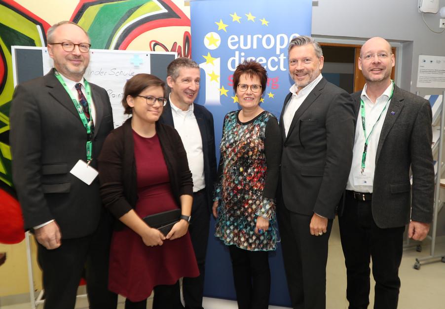Bild 1 | SALZBURG - 2019-11-25: Die EU und die Medien Europapolitische Bildungsarbeit im Klassenzimmer Im ...