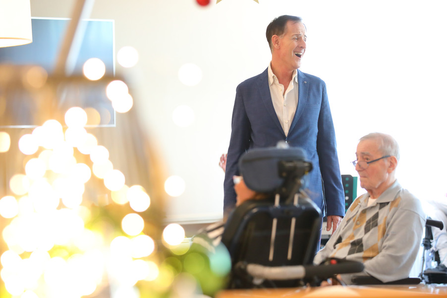 Bild 6   René Rumpold zu Weihnachten im Haus der Barmherzigkeit