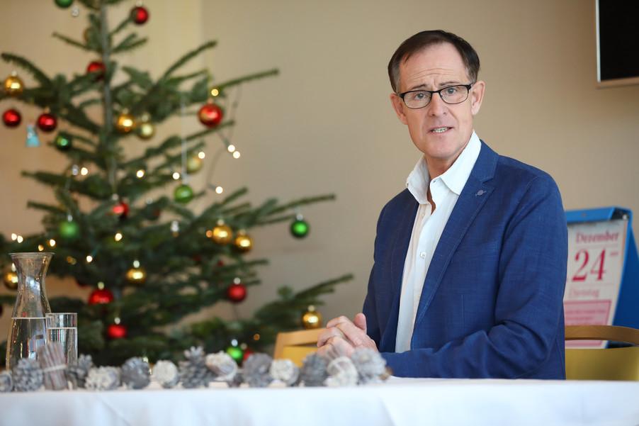 Bild 8   René Rumpold zu Weihnachten im Haus der Barmherzigkeit