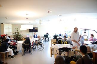 Bild 21   René Rumpold zu Weihnachten im Haus der Barmherzigkeit