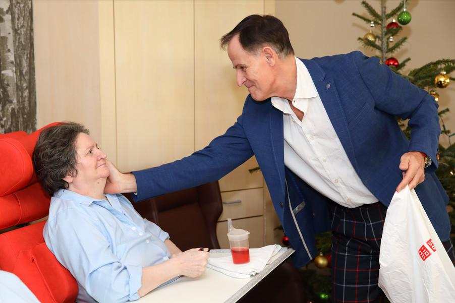 Bild 28   René Rumpold zu Weihnachten im Haus der Barmherzigkeit