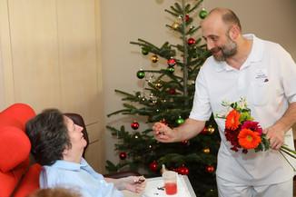 Bild 29   René Rumpold zu Weihnachten im Haus der Barmherzigkeit