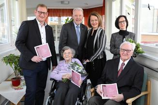 Bild 3 | Gleichenfeier Stadtheim Wiener Neustadt: Im Bild v.l.n.r.: Geschäftsführer Lukas Pohl (Haus der ...