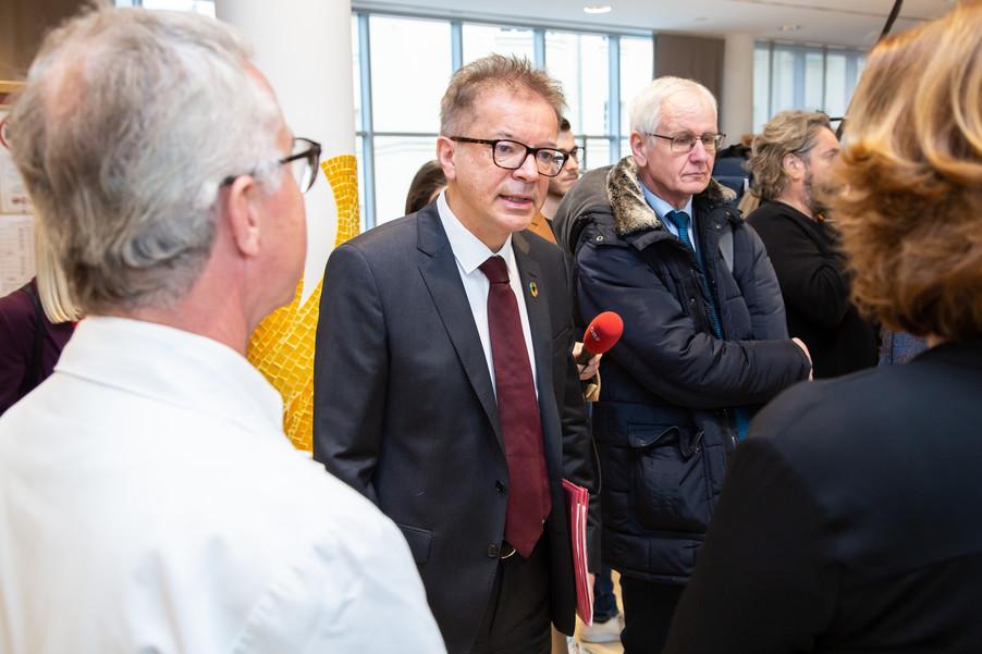 Bild 6 | Bundeskanzler Kurz, Vizekanzler Kogler und Sozialminister Anschober besuchen das Haus der ...