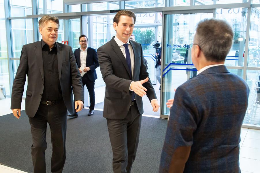 Bild 8 | Bundeskanzler Kurz, Vizekanzler Kogler und Sozialminister Anschober besuchen das Haus der ...