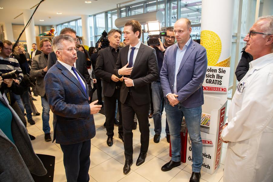 Bild 11 | Bundeskanzler Kurz, Vizekanzler Kogler und Sozialminister Anschober besuchen das Haus der ...