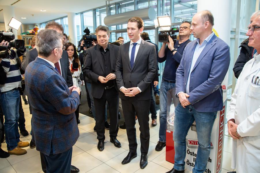 Bild 12 | Bundeskanzler Kurz, Vizekanzler Kogler und Sozialminister Anschober besuchen das Haus der ...