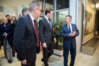 Bild 13 | Bundeskanzler Kurz, Vizekanzler Kogler und Sozialminister Anschober besuchen das Haus der ...