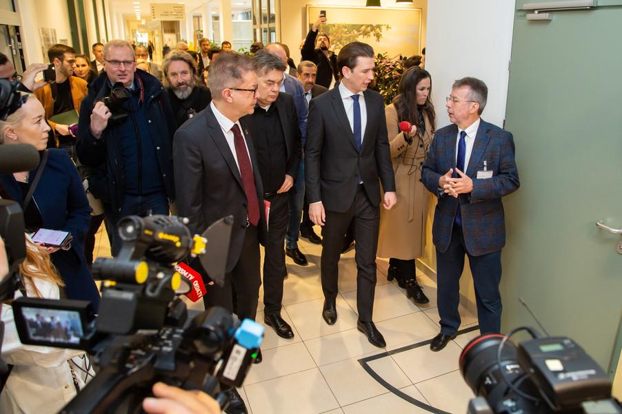 Bild 15 | Bundeskanzler Kurz, Vizekanzler Kogler und Sozialminister Anschober besuchen das Haus der ...
