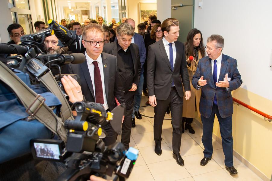 Bild 16 | Bundeskanzler Kurz, Vizekanzler Kogler und Sozialminister Anschober besuchen das Haus der ...