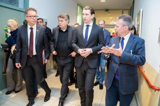 Bild 19 | Bundeskanzler Kurz, Vizekanzler Kogler und Sozialminister Anschober besuchen das Haus der ...