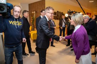 Bild 20 | Bundeskanzler Kurz, Vizekanzler Kogler und Sozialminister Anschober besuchen das Haus der ...