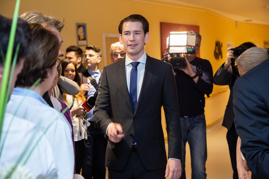 Bild 25 | Bundeskanzler Kurz, Vizekanzler Kogler und Sozialminister Anschober besuchen das Haus der ...