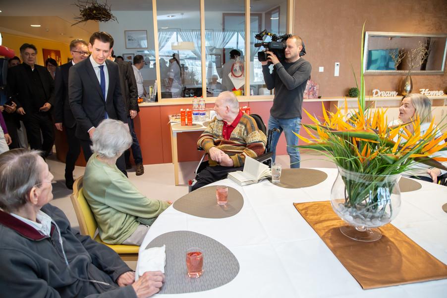 Bild 26 | Bundeskanzler Kurz, Vizekanzler Kogler und Sozialminister Anschober besuchen das Haus der ...