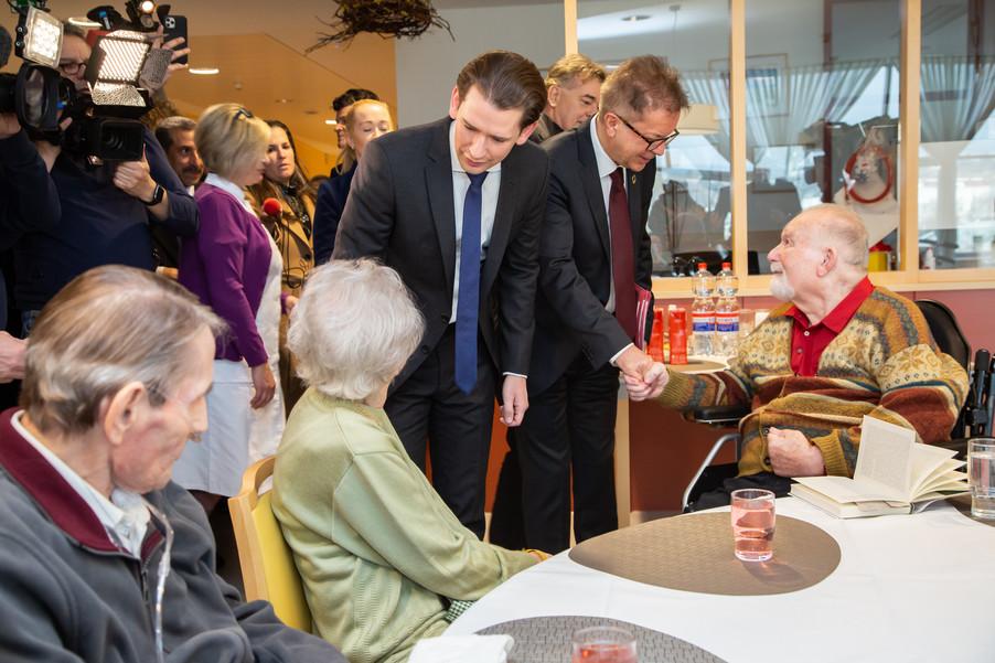 Bild 27 | Bundeskanzler Kurz, Vizekanzler Kogler und Sozialminister Anschober besuchen das Haus der ...