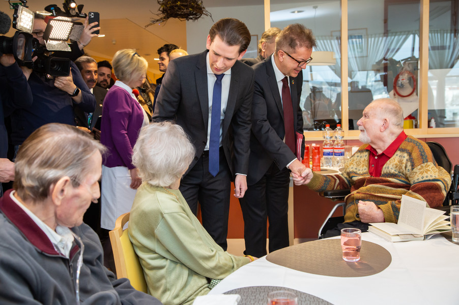 Bild 28 | Bundeskanzler Kurz, Vizekanzler Kogler und Sozialminister Anschober besuchen das Haus der ...