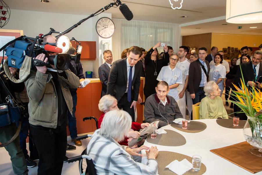 Bild 31 | Bundeskanzler Kurz, Vizekanzler Kogler und Sozialminister Anschober besuchen das Haus der ...