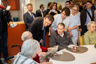 Bild 32 | Bundeskanzler Kurz, Vizekanzler Kogler und Sozialminister Anschober besuchen das Haus der ...