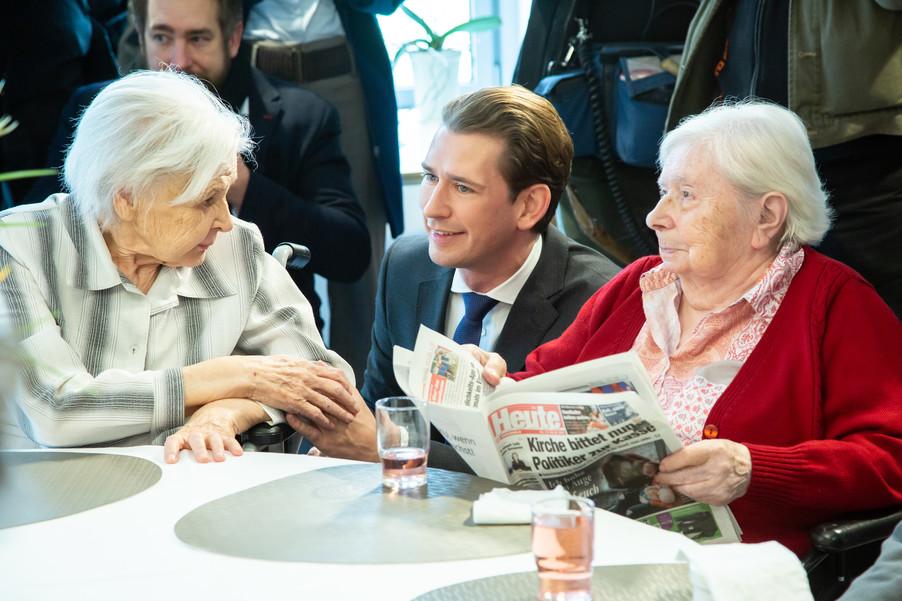 Bild 36 | Bundeskanzler Kurz, Vizekanzler Kogler und Sozialminister Anschober besuchen das Haus der ...
