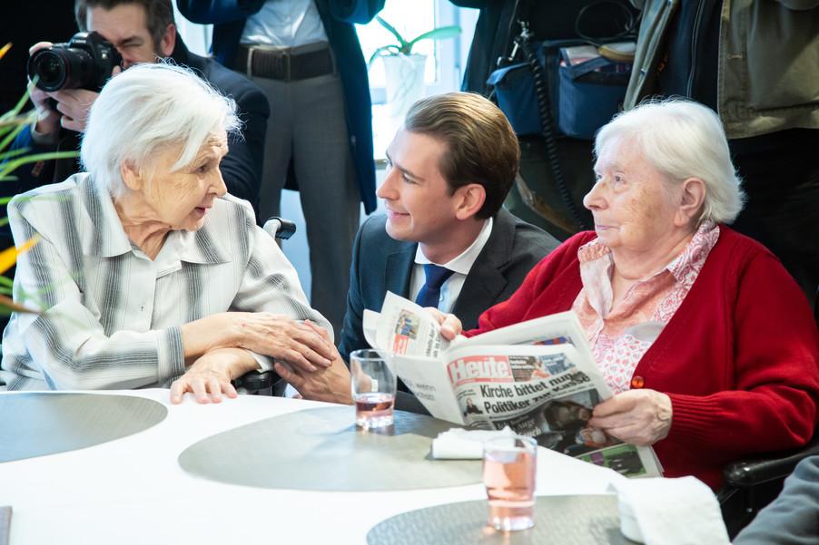Bild 37 | Bundeskanzler Kurz, Vizekanzler Kogler und Sozialminister Anschober besuchen das Haus der ...