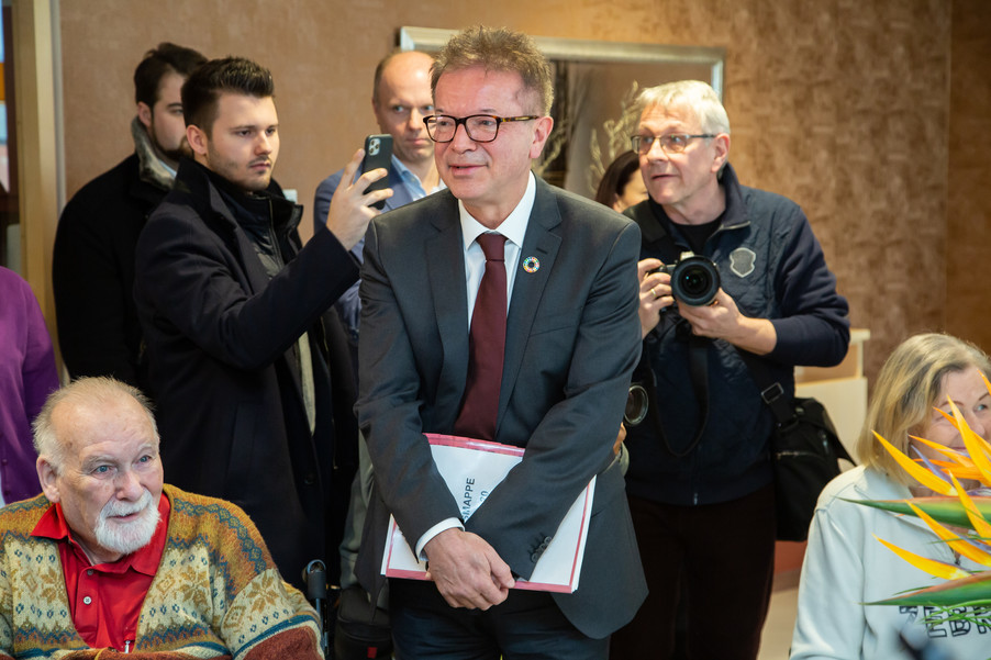 Bild 38 | Bundeskanzler Kurz, Vizekanzler Kogler und Sozialminister Anschober besuchen das Haus der ...