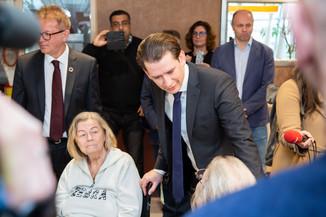 Bild 45 | Bundeskanzler Kurz, Vizekanzler Kogler und Sozialminister Anschober besuchen das Haus der ...