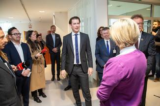 Bild 51 | Bundeskanzler Kurz, Vizekanzler Kogler und Sozialminister Anschober besuchen das Haus der ...