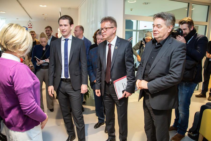 Bild 53 | Bundeskanzler Kurz, Vizekanzler Kogler und Sozialminister Anschober besuchen das Haus der ...