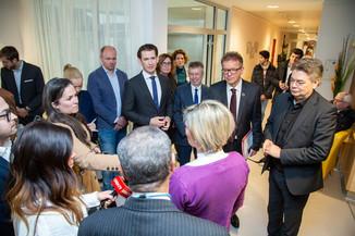 Bild 55 | Bundeskanzler Kurz, Vizekanzler Kogler und Sozialminister Anschober besuchen das Haus der ...