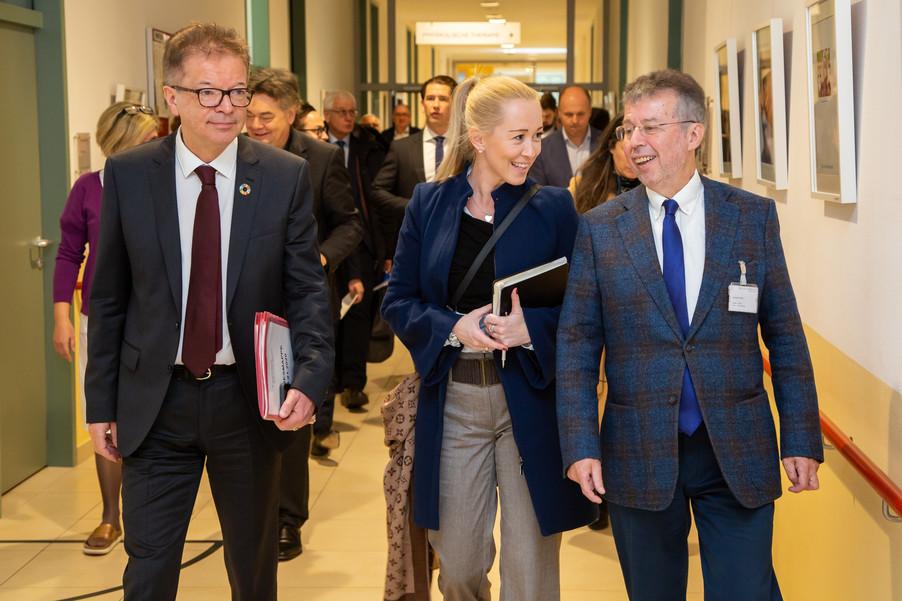 Bild 57 | Bundeskanzler Kurz, Vizekanzler Kogler und Sozialminister Anschober besuchen das Haus der ...