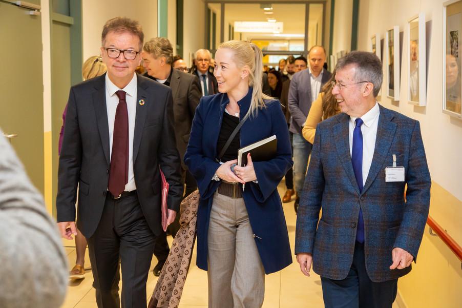 Bild 58 | Bundeskanzler Kurz, Vizekanzler Kogler und Sozialminister Anschober besuchen das Haus der ...