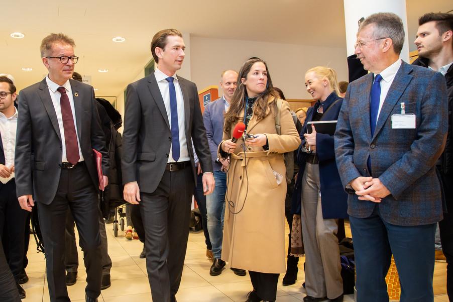 Bild 60 | Bundeskanzler Kurz, Vizekanzler Kogler und Sozialminister Anschober besuchen das Haus der ...