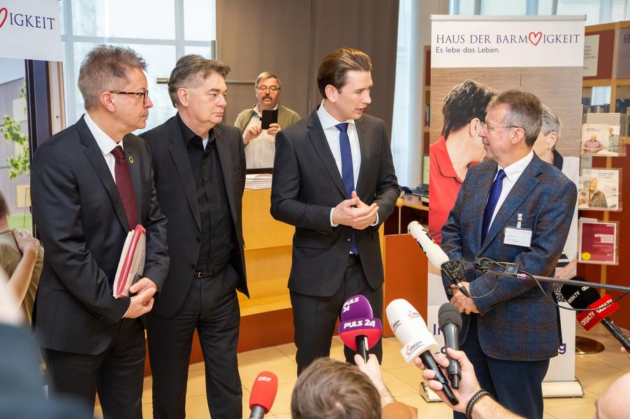 Bild 61 | Bundeskanzler Kurz, Vizekanzler Kogler und Sozialminister Anschober besuchen das Haus der ...