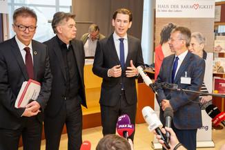 Bild 62 | Bundeskanzler Kurz, Vizekanzler Kogler und Sozialminister Anschober besuchen das Haus der ...