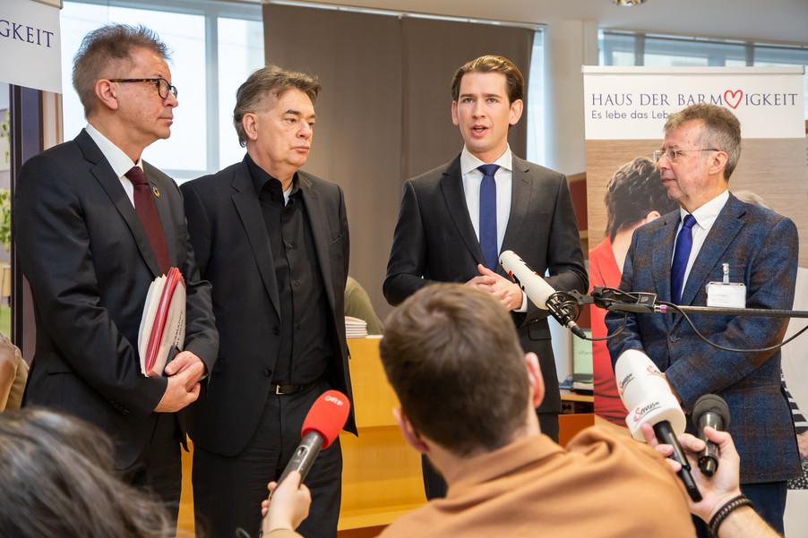 Bild 64 | Bundeskanzler Kurz, Vizekanzler Kogler und Sozialminister Anschober besuchen das Haus der ...