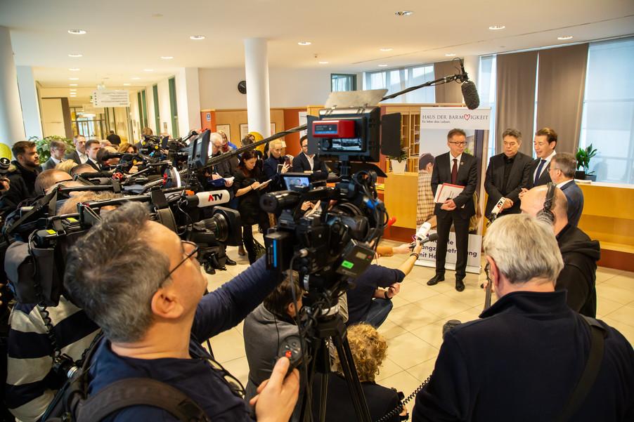 Bild 65 | Bundeskanzler Kurz, Vizekanzler Kogler und Sozialminister Anschober besuchen das Haus der ...