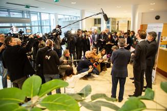 Bild 66 | Bundeskanzler Kurz, Vizekanzler Kogler und Sozialminister Anschober besuchen das Haus der ...