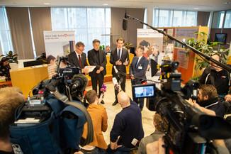 Bild 68 | Bundeskanzler Kurz, Vizekanzler Kogler und Sozialminister Anschober besuchen das Haus der ...