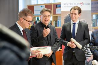 Bild 69 | Bundeskanzler Kurz, Vizekanzler Kogler und Sozialminister Anschober besuchen das Haus der ...