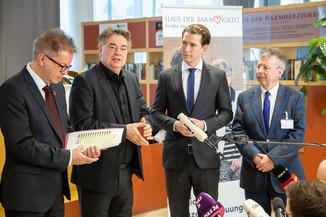 Bild 70 | Bundeskanzler Kurz, Vizekanzler Kogler und Sozialminister Anschober besuchen das Haus der ...