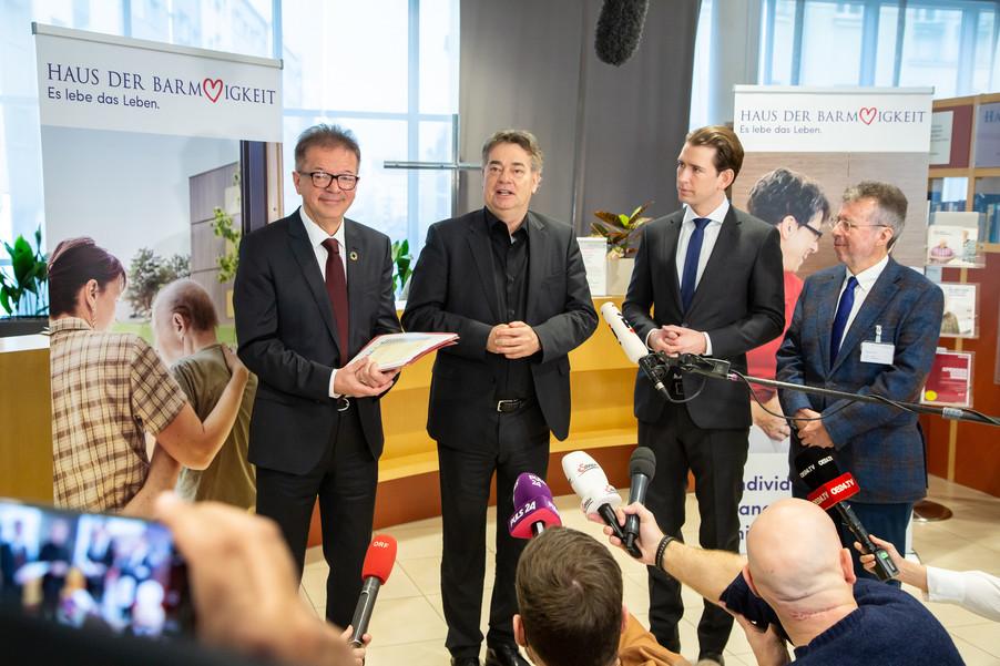 Bild 72 | Bundeskanzler Kurz, Vizekanzler Kogler und Sozialminister Anschober besuchen das Haus der ...