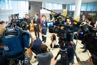 Bild 74 | Bundeskanzler Kurz, Vizekanzler Kogler und Sozialminister Anschober besuchen das Haus der ...