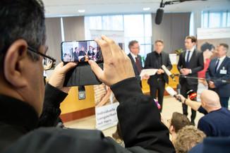 Bild 75 | Bundeskanzler Kurz, Vizekanzler Kogler und Sozialminister Anschober besuchen das Haus der ...