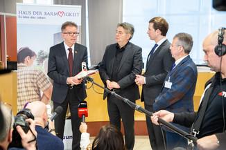 Bild 77 | Bundeskanzler Kurz, Vizekanzler Kogler und Sozialminister Anschober besuchen das Haus der ...