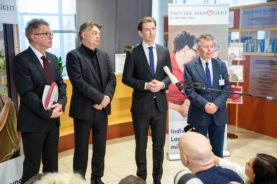 Bild 2 | Bundeskanzler Kurz, Vizekanzler Kogler und Sozialminister Anschober besuchen das Haus der ...