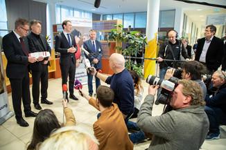 Bild 83 | Bundeskanzler Kurz, Vizekanzler Kogler und Sozialminister Anschober besuchen das Haus der ...