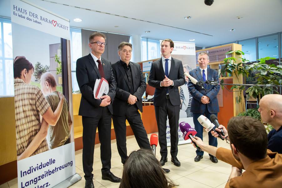 Bild 87 | Bundeskanzler Kurz, Vizekanzler Kogler und Sozialminister Anschober besuchen das Haus der ...