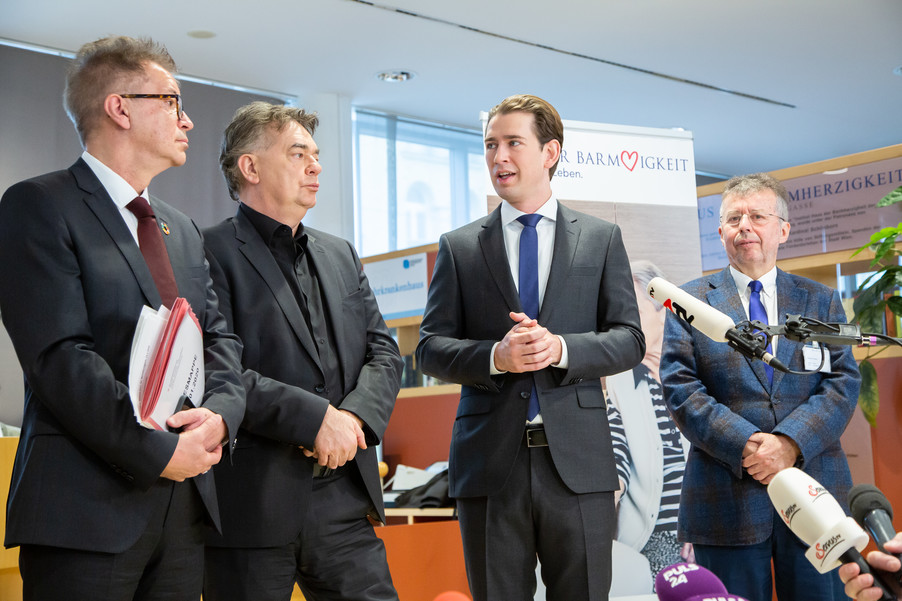 Bild 90 | Bundeskanzler Kurz, Vizekanzler Kogler und Sozialminister Anschober besuchen das Haus der ...